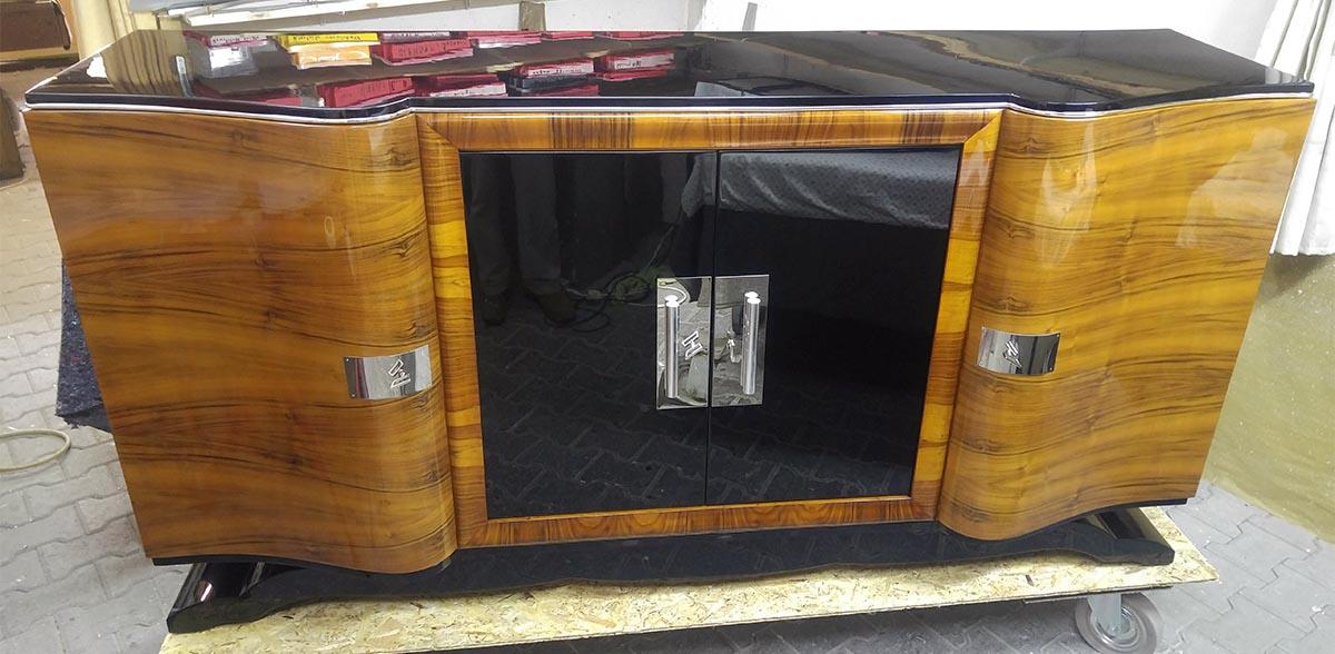 Art Deco Sideboard, Nußbaum, restauriert, schwarz hochglanz lackiert