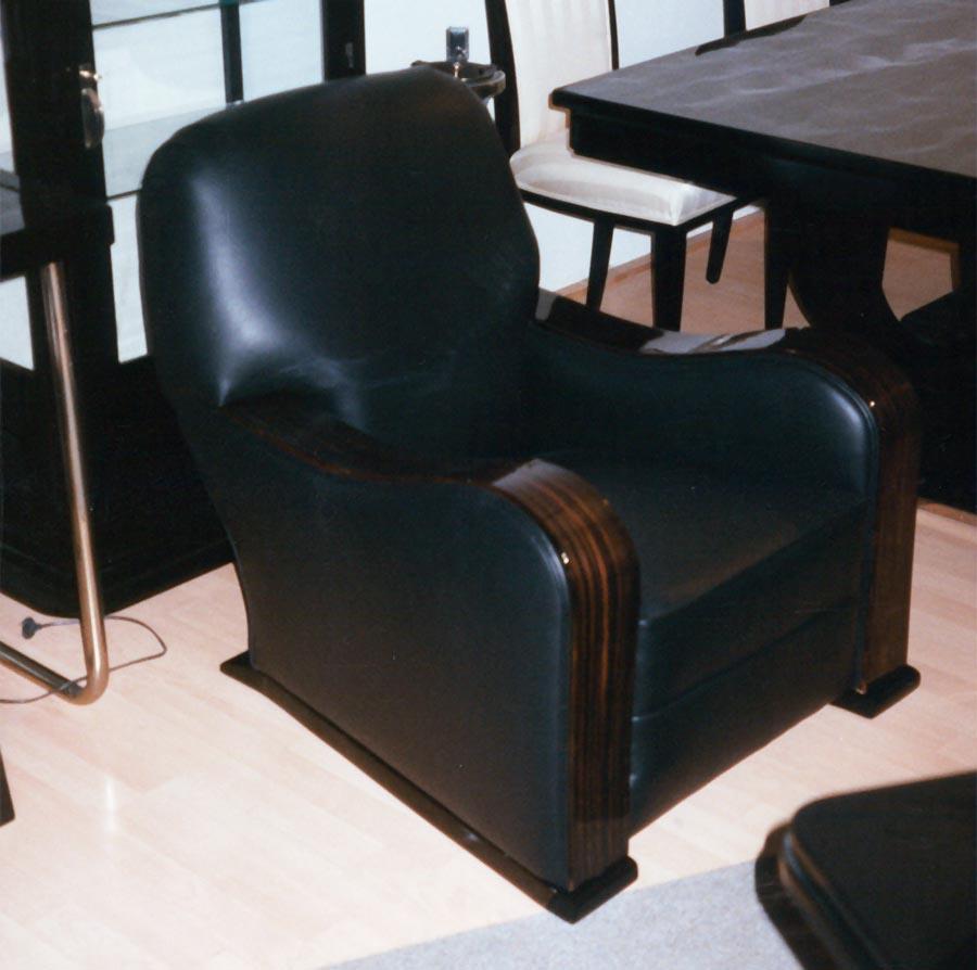 Art Deco Sessel, schwarzes Leder, Armlehnen Makassar