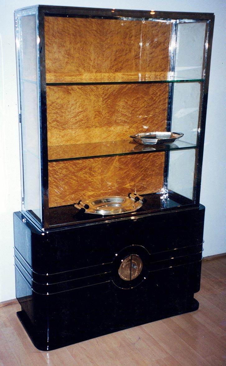 Art Deco Vitrinenschrank, schwarz, Ahorn