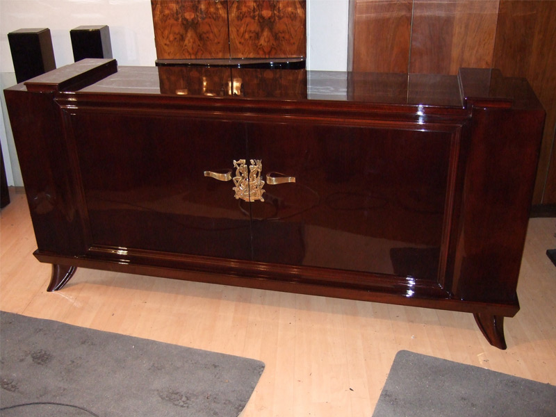 Sideboard Art Deco dunkel rotbraun gebeizt mit hochglänzender polierter Oberfläche