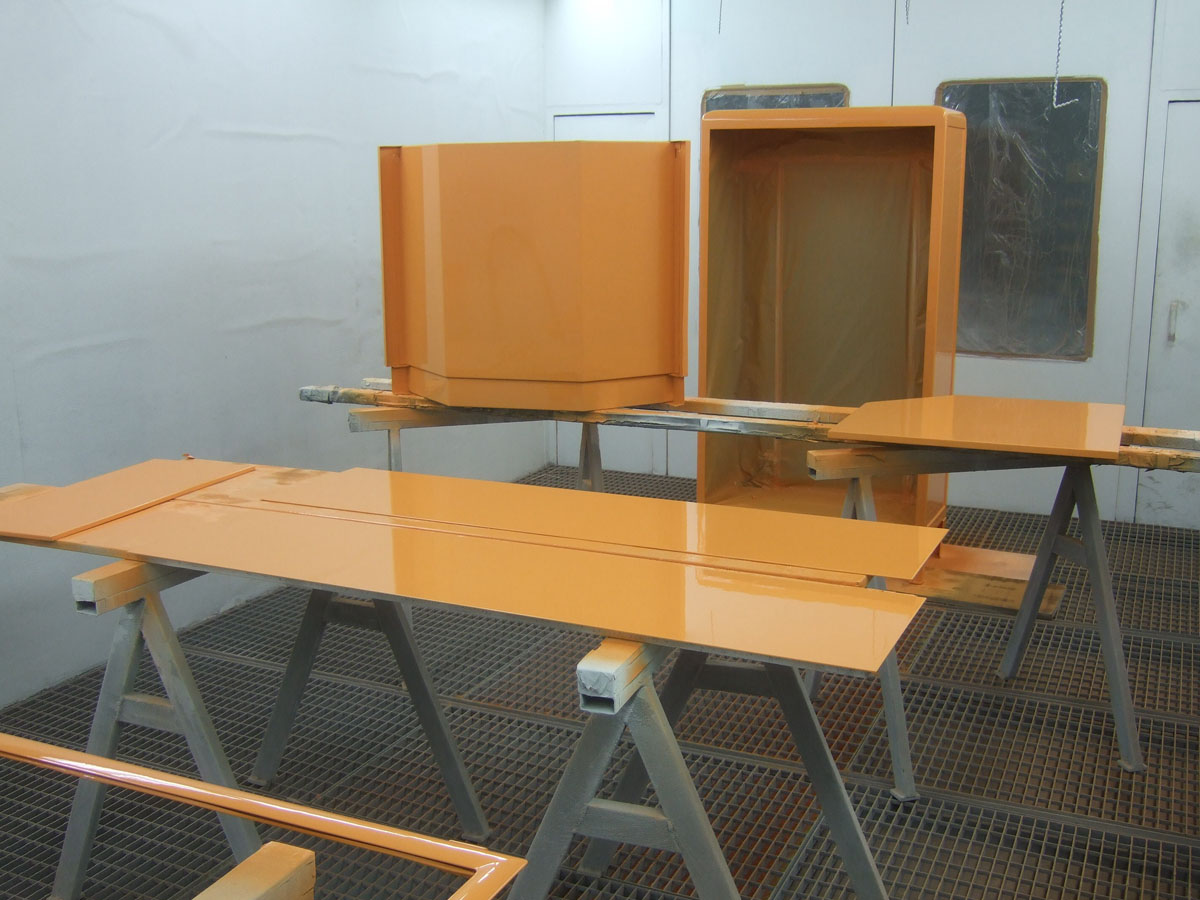 Baisch Metallmöbel in Orange hochglanz