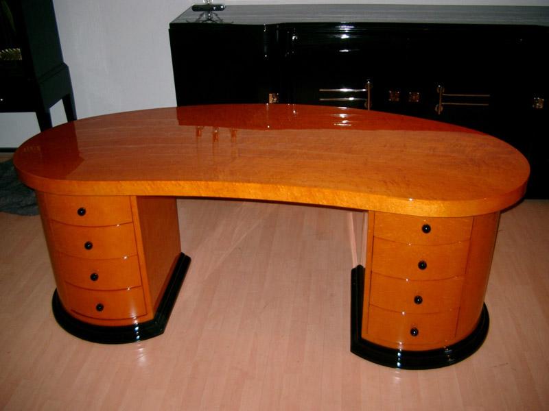 Schreibtisch mit Ahorn furniert, farblich gebeizt, hochglanz poliert