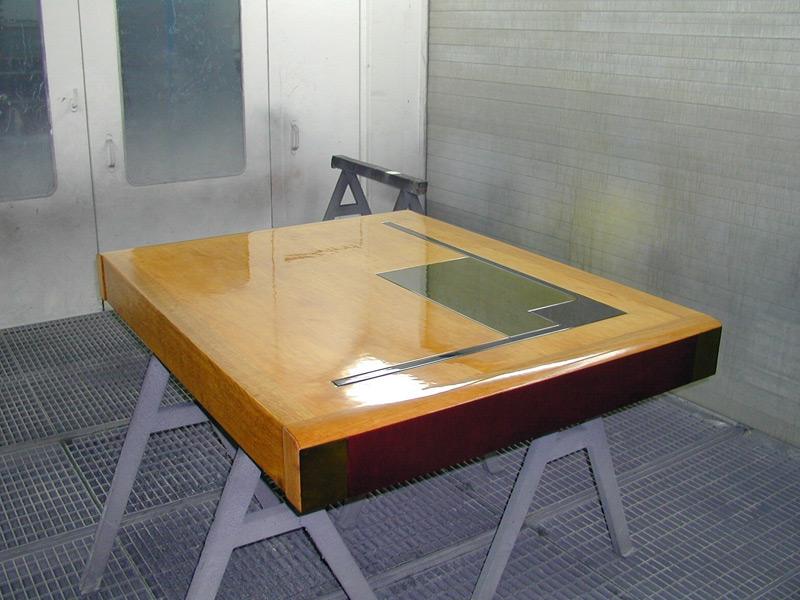 Schreibtischplatte, Ahorn 4-farbig lasiert / patiniert seidenglanz