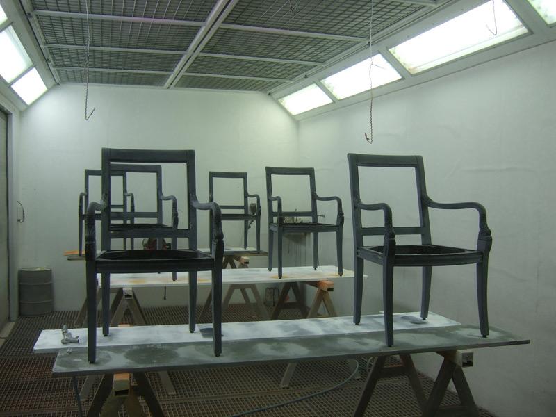 Lackiervorbereitung 6 Stühle schwarz hochglanz