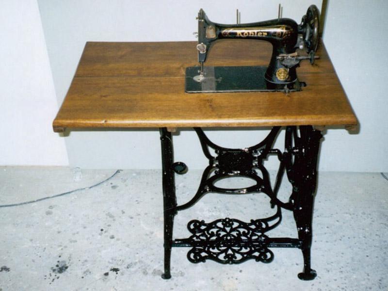Nähmaschine, Gestell lackiert, Maschine retuschiert, Platte Eiche neuer Aufbau