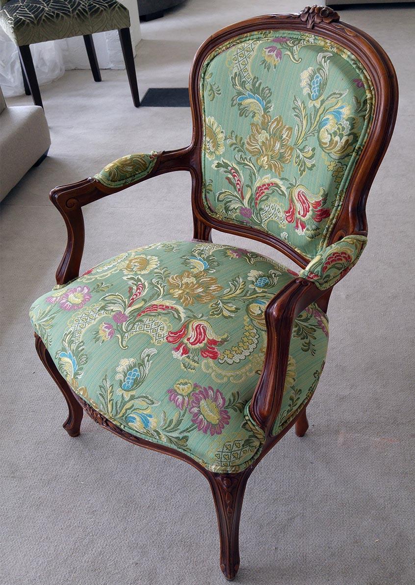 Stuhl antik, Barock, grüner Bezug mit Ornamenten, restauriert