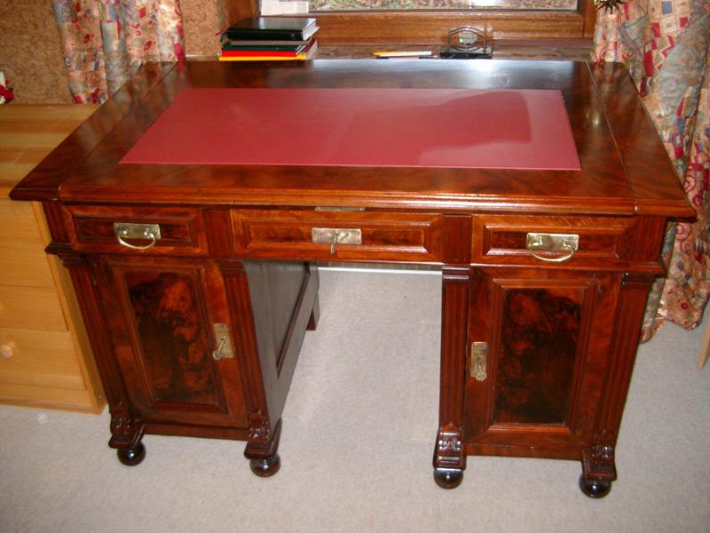 Schreibtisch aus Mahagonie