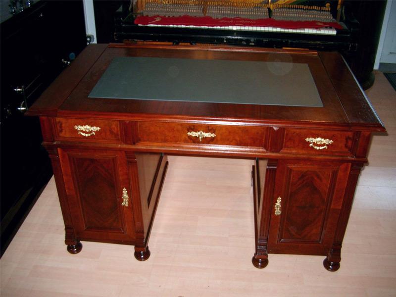 Schreibtisch  Nussbaum - restauriert